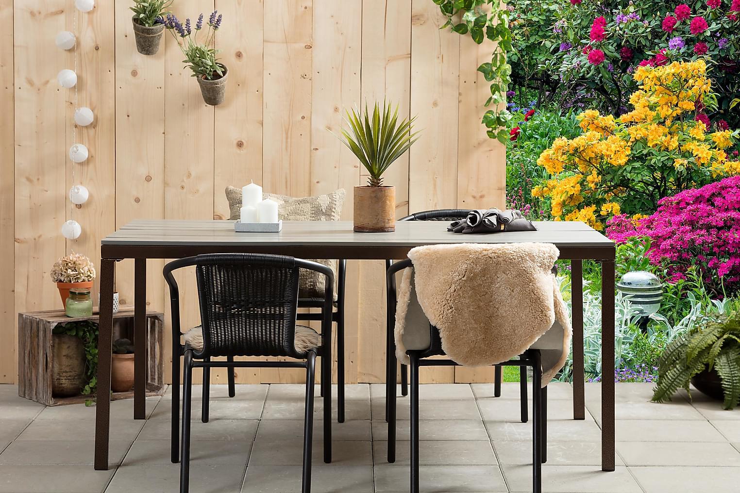 AGNÄS Pöytä 159 Harmaa + 4 ALMEDALEN Pinottavaa tuolia Musta